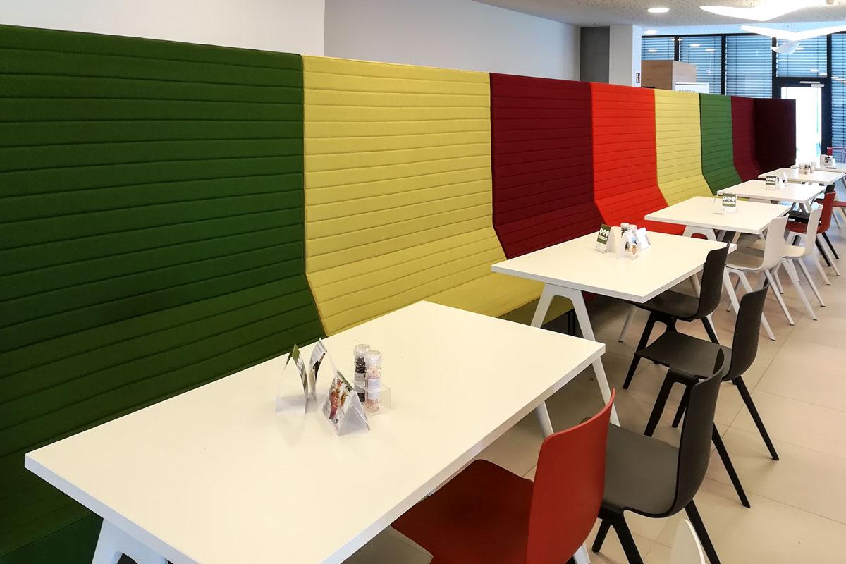 Farbenfrohe Sitzgelegenheiten im Corporate Design von Haribo