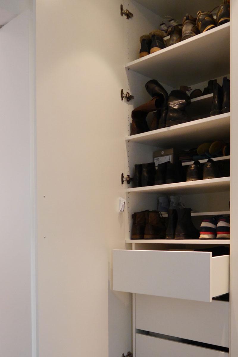 Praktische Schuh-Aufbewahrung im Einbauschrank