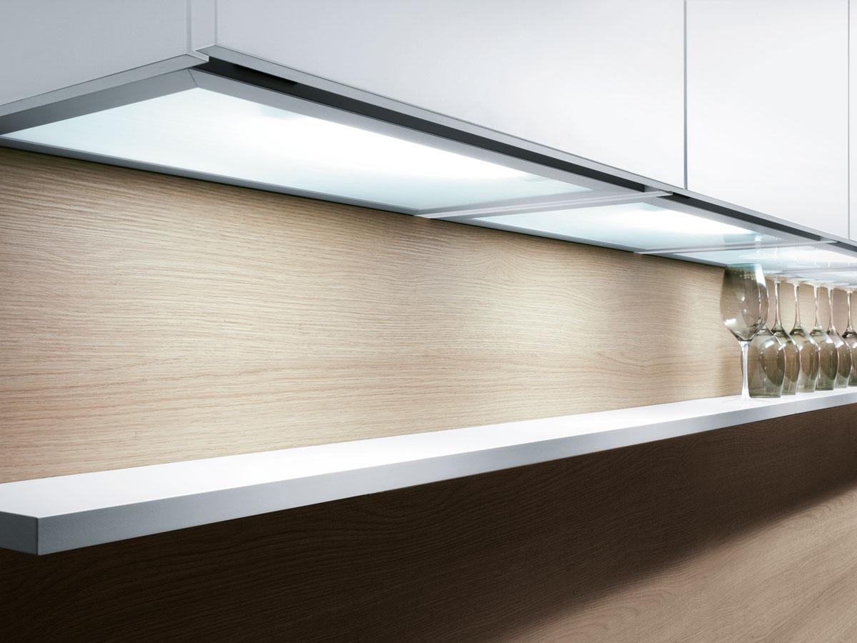 Oberschränke mit LED-Unterbeleuchtung