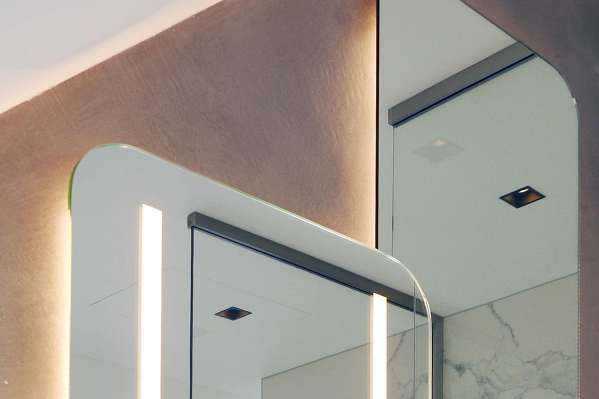 Design-Spiegel mit indirekter Beleuchtung