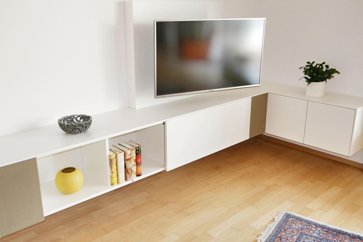Mediamöbel als Eck-Sideboard mit integrierten Lautsprechern