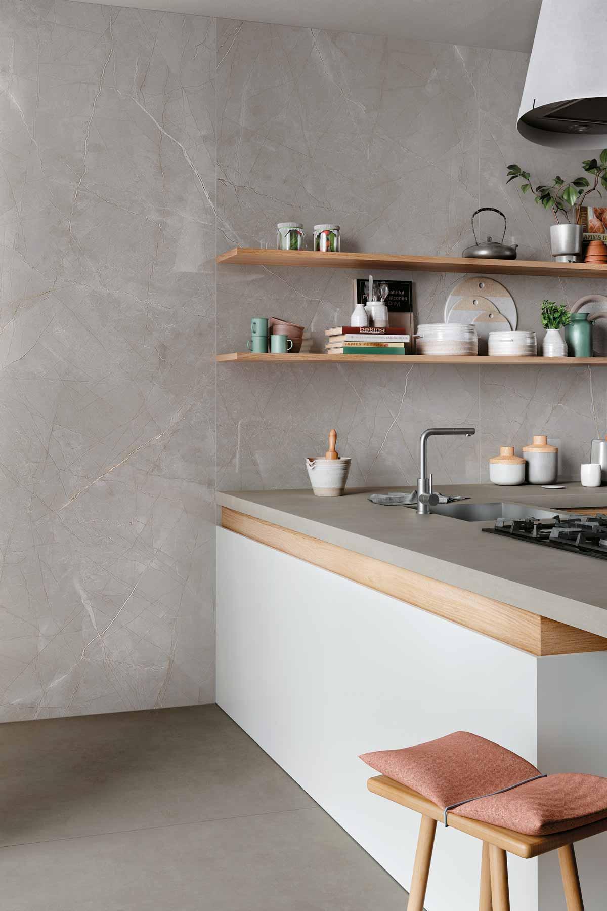 Küchenarbeitsplatte und Wand perfekt abgestimmt