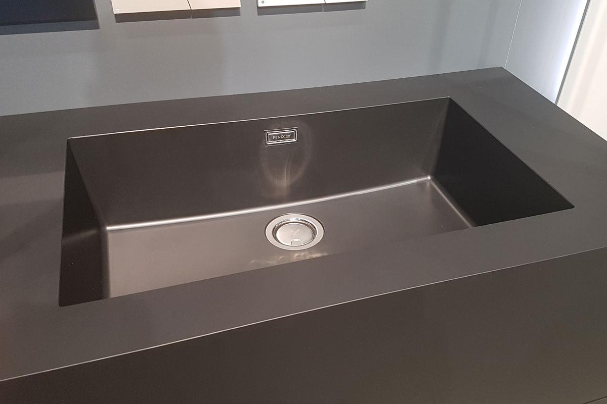 Flächenbündige Waschbecken von Fenix