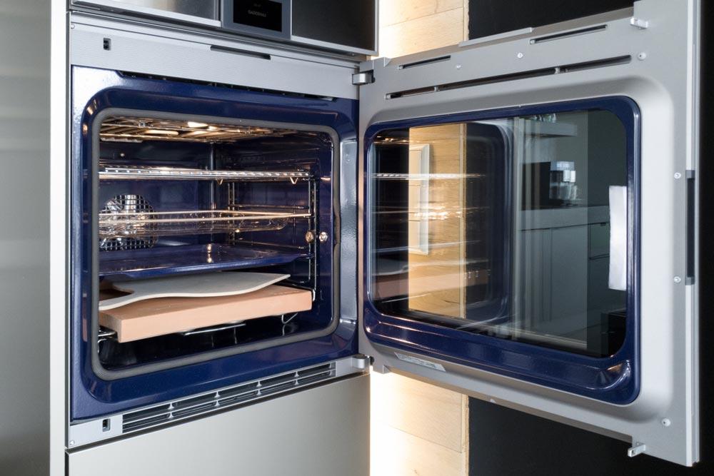 Ikonisches Gaggenau-Blau im Innern der High End-Geräte