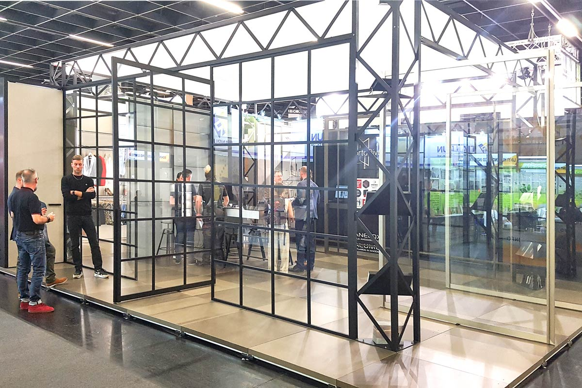 Pivot-Türen aus Glas dank neuer Beschläge
