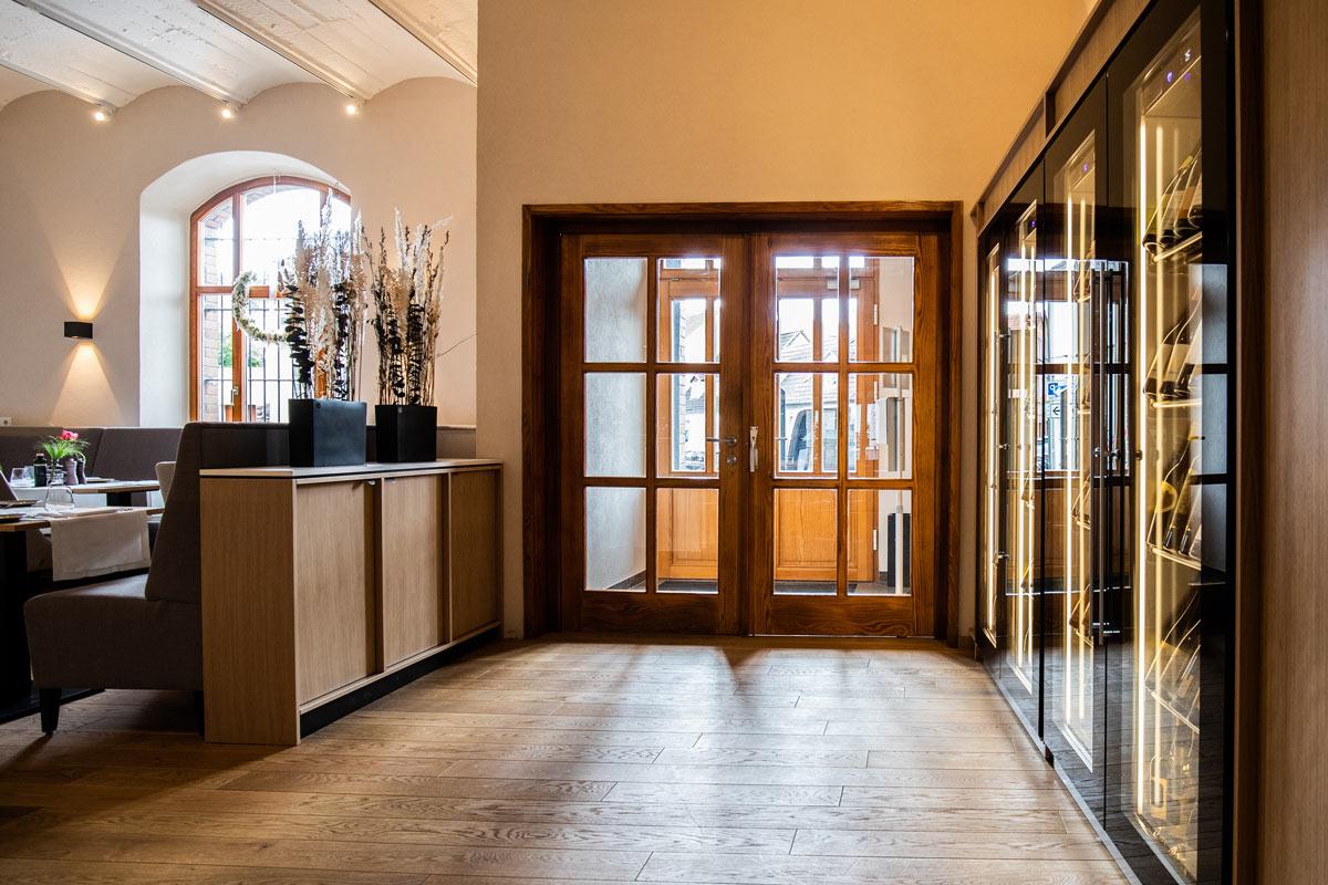 Einladender Eingangsbereich der PAN Vinothek