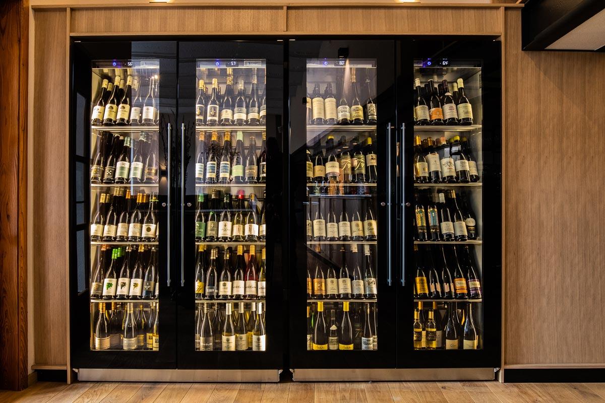 Die Weinklimaschränke bewahren den Wein bei der optimalen Temperatur auf