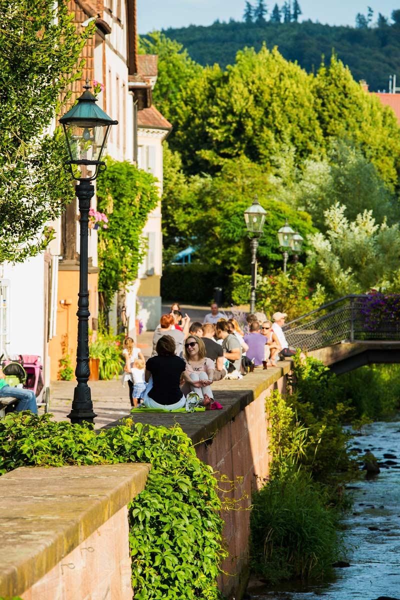 Das Albufer ist im Sommer ein beliebter Treffpunkt in Ettlingen