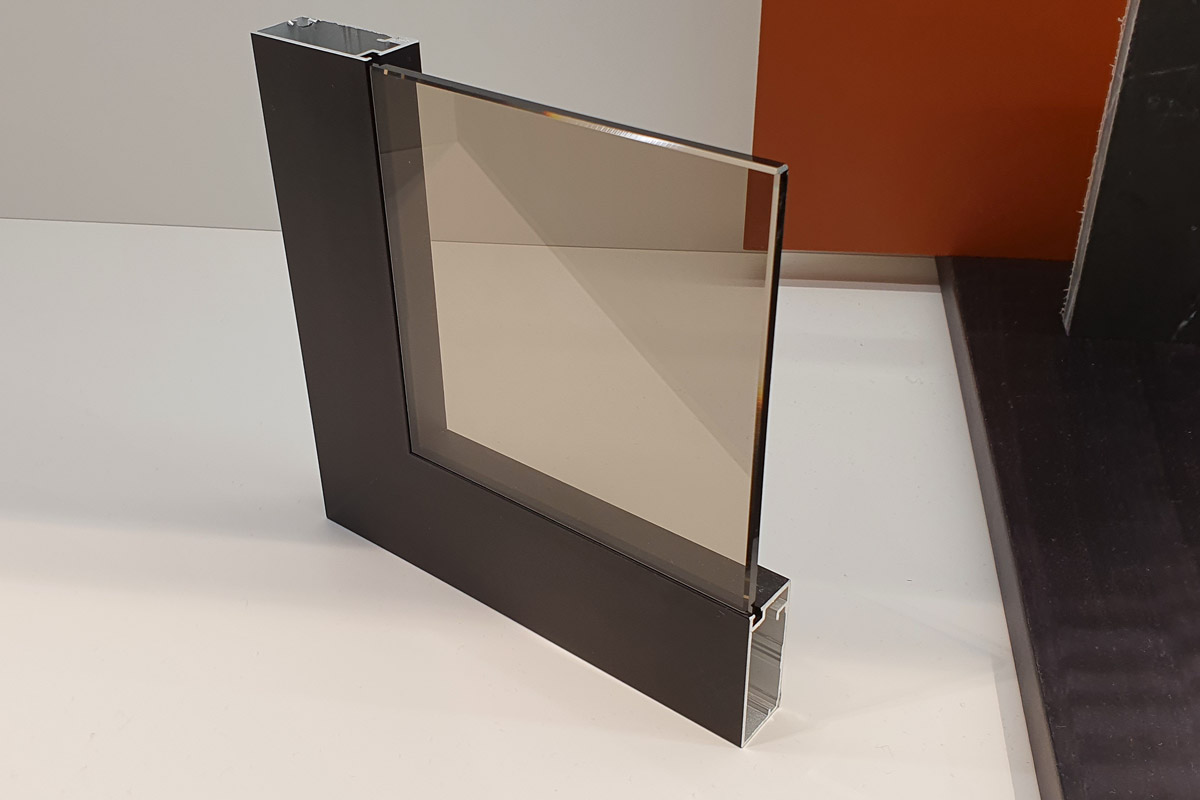 Konstruktion für flächenbündigen Glaseinsatz
