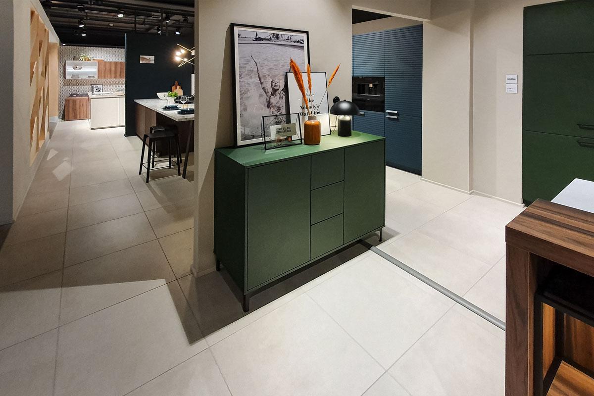 Sideboard basierend auf Küchen-Unterschränken von Schüller